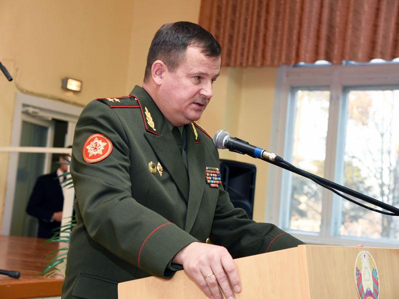 Генерал - лейтенант Андрей Равков поздравляет коллектив с юбилеем.