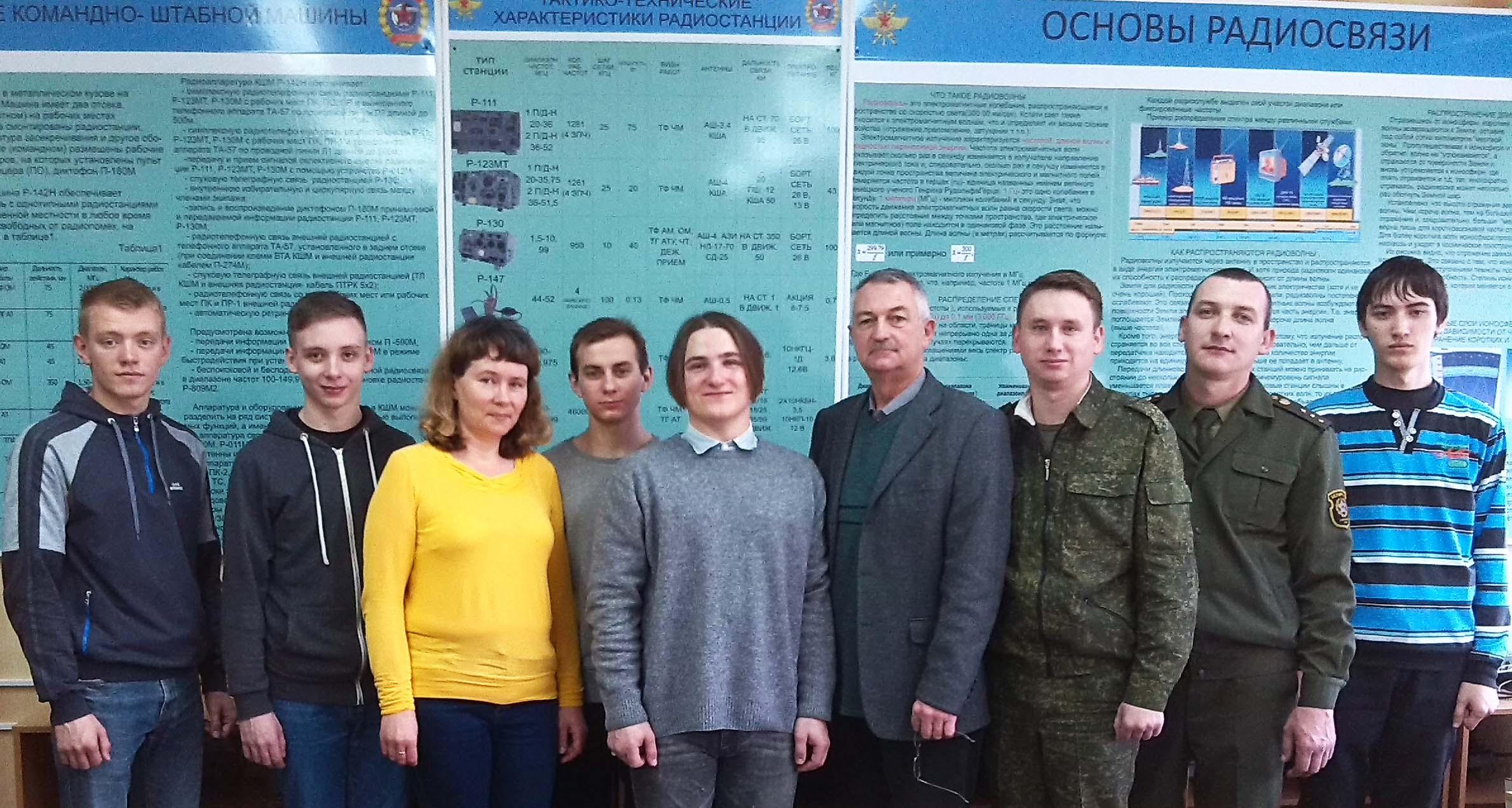 Члены приемной комиссии и выпускники курсов военных радиотелеграфистов