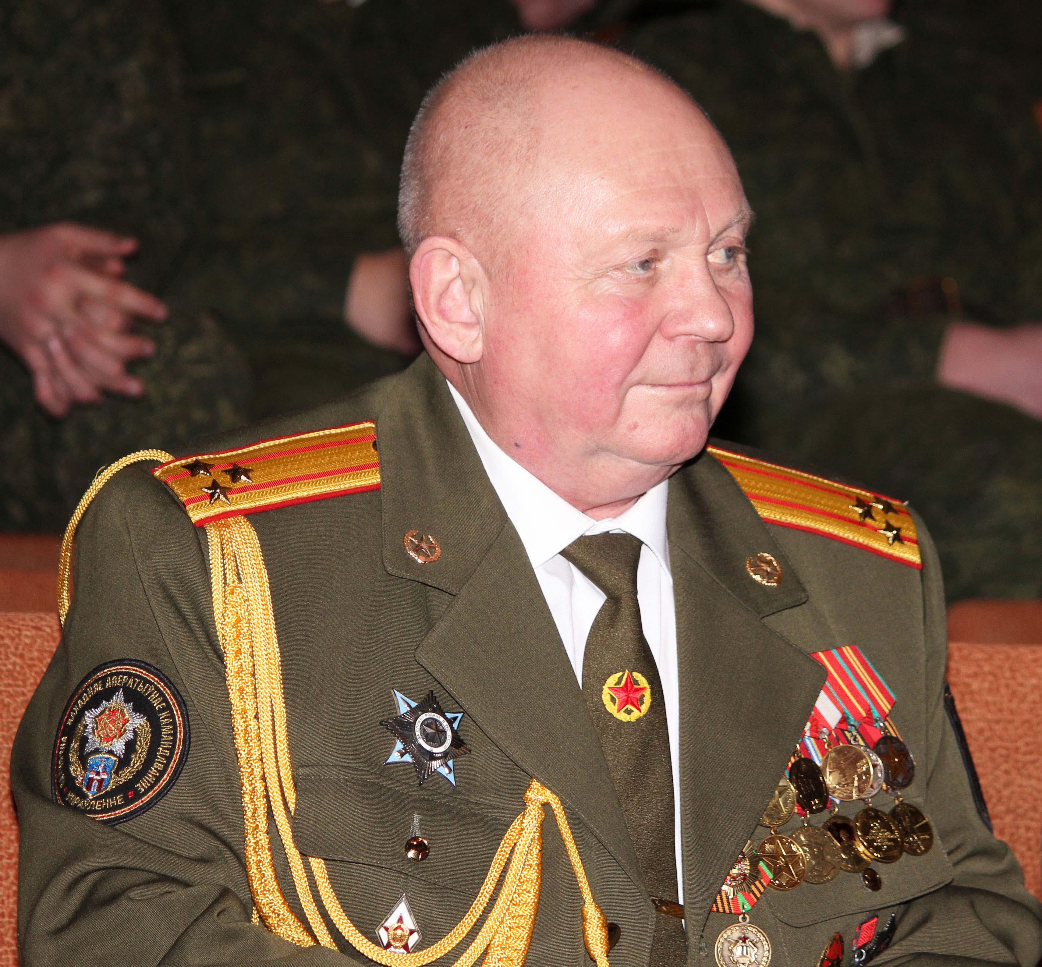 Председатель Борисовской ООС ДОСААФ полковник в отставке Владимир Карташов